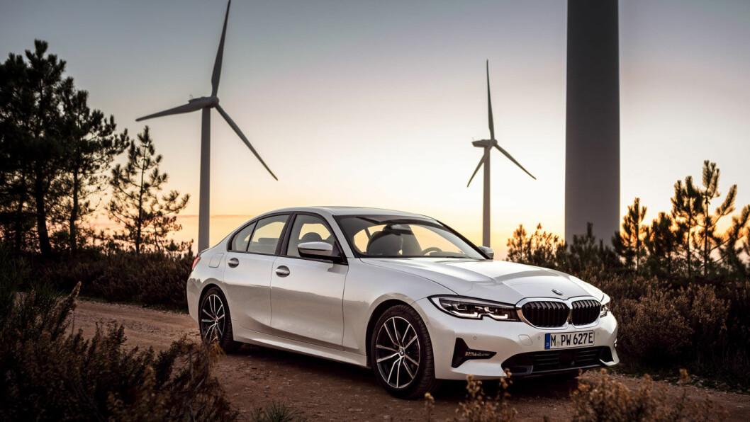 ØKT REKKEVIDDE: Den ladbare versjonen av nye BMW 3-serie skal klare hele 6 mil på ren eldrift, hevder BMW. Her er sedanutgaven av 330e.