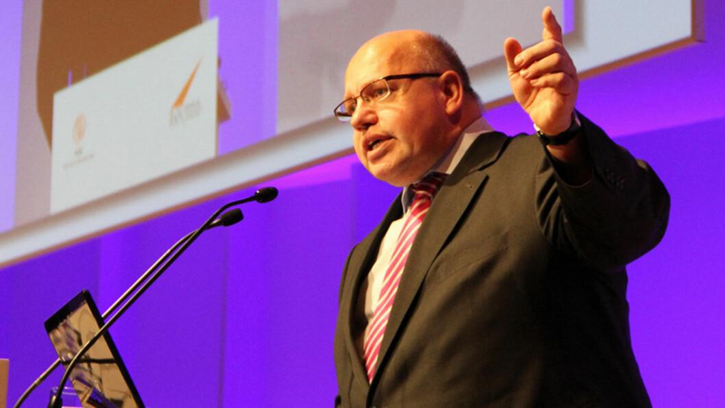 FRITTALENDE: Peter Altmaier, en av de mektigste stemmene i tysk politikk, ber landets bilindustri begynne å vise mer kreativitet.