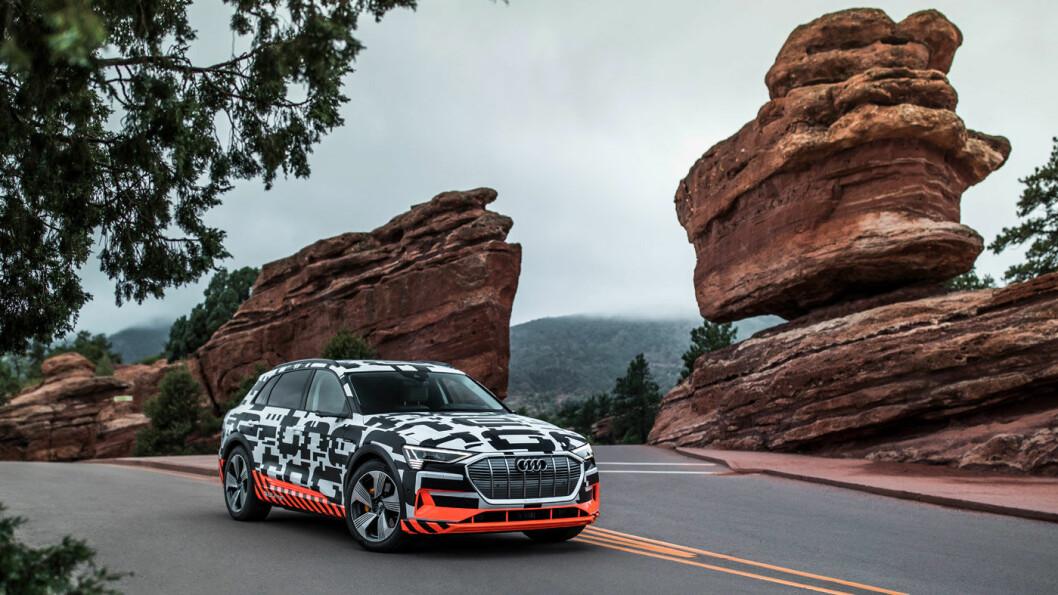 UTE PÅ VEIEN: Audis heleelektriske SUV er snart på veien. Men det koster å bygge den opp med spennende og nødvendig utstyr. Foto: Audi AG