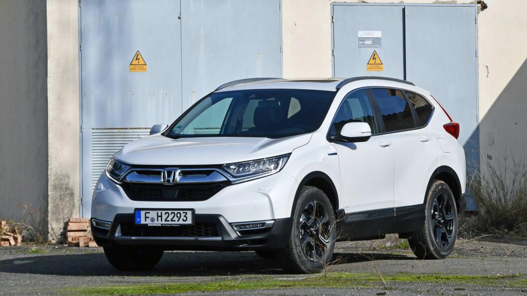 NYKOMMER: Honda CR-V tar opp kampen med de to bestselgende SUV-hybridene Mitsubishi Outlander og Toyota RAV-4. Foto: Anders Helgesson, Motor/Vi Bilägare