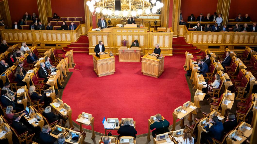 ENIGHET: Finansminister Siv Jensen (på talerstolen til høyre) og regjeringen sier nei til bompengekutt i Rogaland med støtte fra Kjell Ingolf Ropstad og KrF (talerstolen til venstre). Her fra replikkvekslingen etter presentasjonen av statsbudsjett tidligere i høst. Foto: Storinget