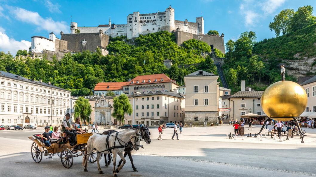 LIVLIGE SALZBURG: Byen mellom fjellene er sjarmerende, og gamlebyen er innlemmet i UNESCOs verdensarvliste. Foto: Salzburg Tourism