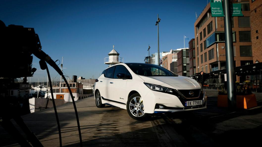 FOLKETS FAVORITT: Nissan Leaf topper stadig salgsstatistikken i Norge, men forspranget til VW e-Golf var mindre i november. Foto: Jon Terje Hellgren Hansen