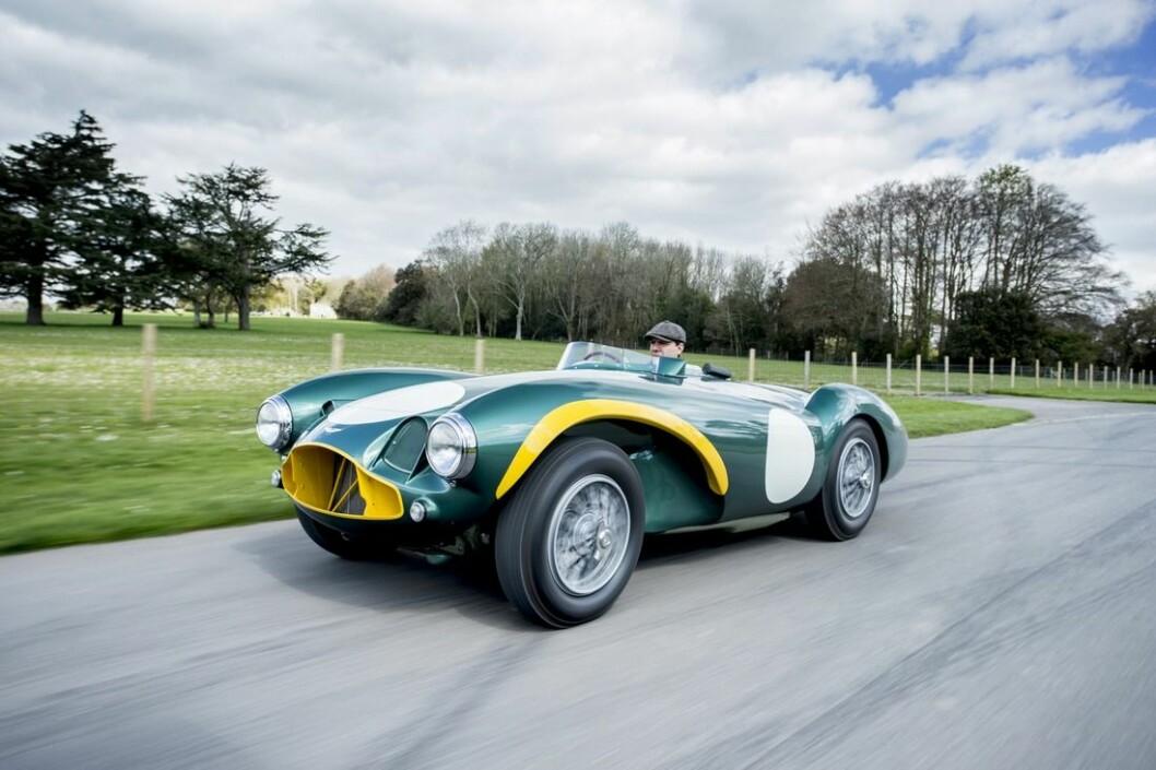 DYR BRUKTBIL: Auskonsfirmaet Bonhams regner med at hammeren ikke faller for denne Aston Martin DB3S før budene når mellom 71 og 83 millioner kroner. Foto: Bonhams