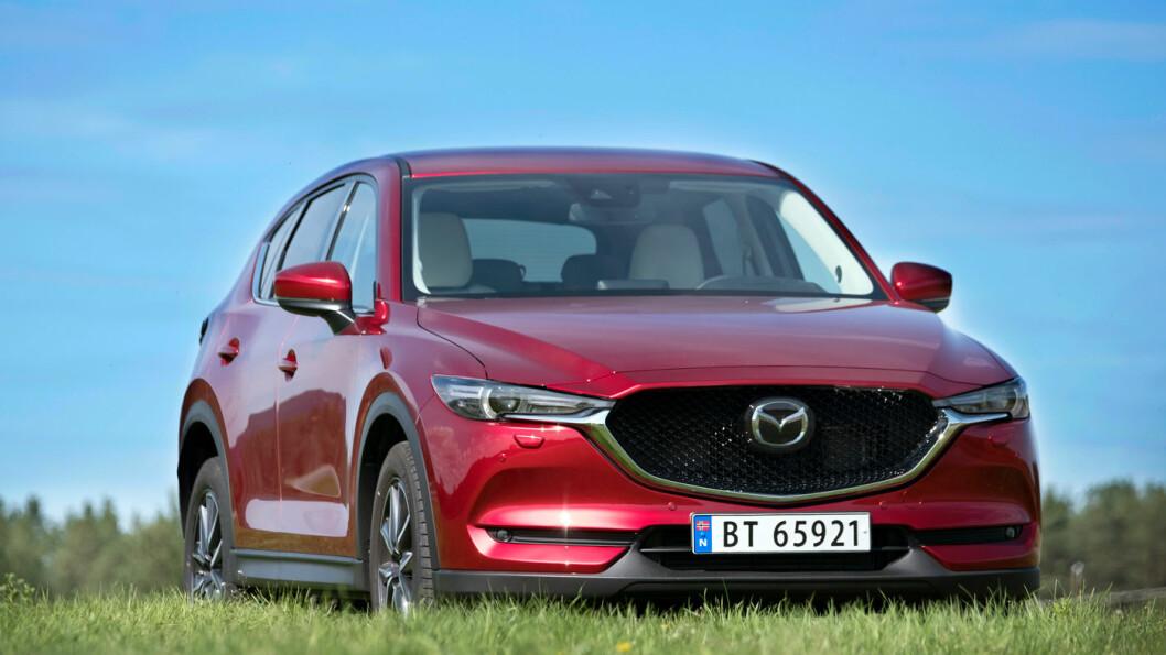 ANSIKTSLØFTNING: «En helt ny bil«, sier Mazda, men «nye» CX-5 er nok mer en ansiktsløftning. Likevel er mye forbedret på komfort og sikkerhetsutstyr. Foto: Jon Terje Hellgren Hansen