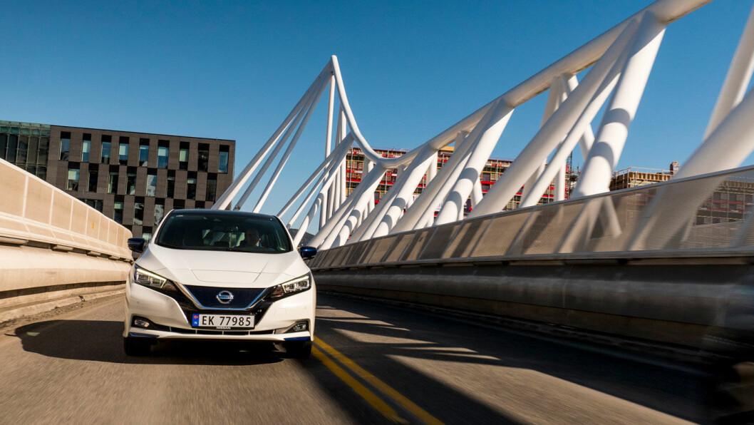 SUKSESS: Nissan Leaf kom i oppgradert utgave på tampen av 2017, og ble Norges desidert mest solgte bil i 2018. Og stadig mer av salget skjer utenfor storbyene. Foto: Jon Terje Hellgren Hansen
