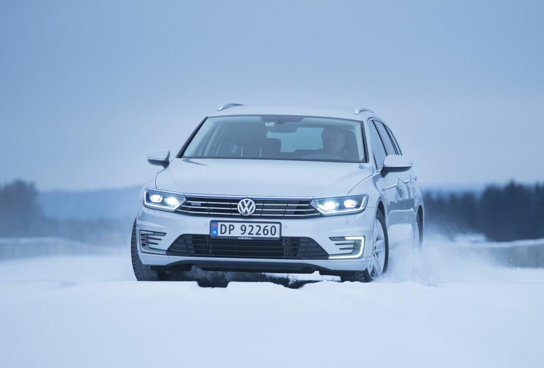 NORSK HELT: VW Passat er i utgangspunktet en bestselger, og med ladbart hybriddrivverk har den blitt enda mer populær. Foto: Jon Terje Hellgren Hansen