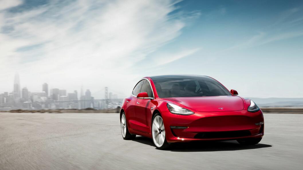 PÅ VEI: Tesla starter leveringene av Model 3 til kunder i Norge i februar.