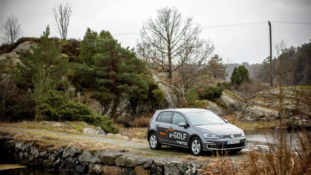 PÅ OVERTID: Volkswagen e-Golf skulle etter planen fases ut i sommer, til fordel for ID.3, men får forlenget levetid på grunn av utfordringene i VW-konsernet. Foto: Tomm W. Christiansen