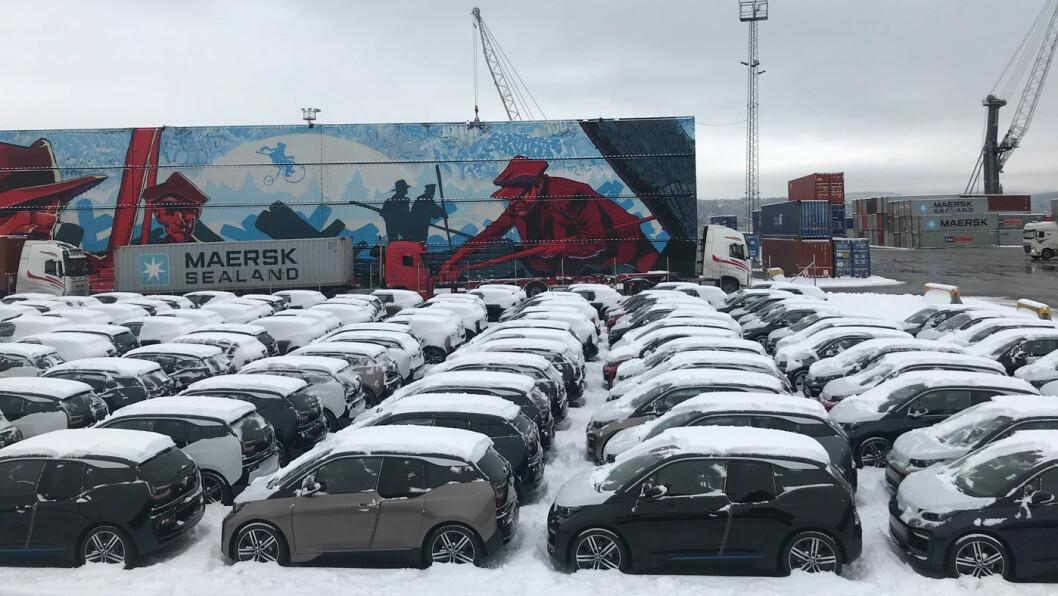 ETTERSPURT: BMW i3 er svært populær i Norge, og nylig kom et nytt lass med biler til kai i Drammen. Foto: BMW Norge
