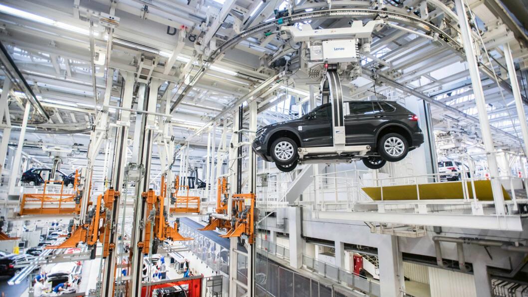 BREMS: Produksjonen går unna på Volkswagen-fabrikken i Wolfsburg, men salget går ikke like radig etter WLTP-innføringen 1. september. Foto: Volkswagen AG