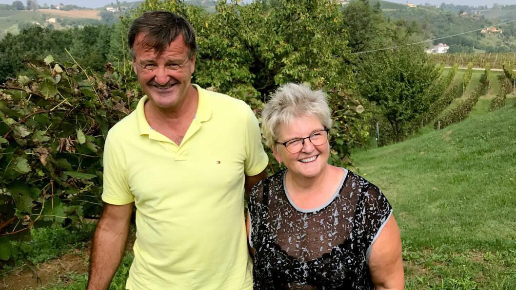 ET NYTT LIV: Hilde Berthung (55) og mannen Stein Thorbjørnsen (55) flyttet fra Norge for å drive vingården Cascina Collina.