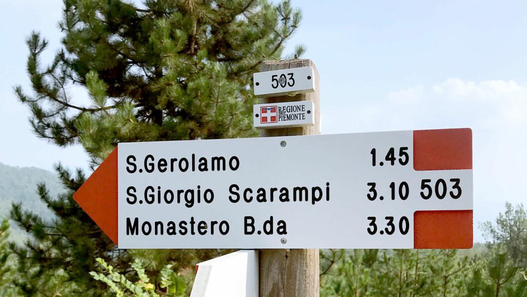 GODT TILRETTELAGT: Over store deler av Piemonte er det tilrettelagt for fotturer. Her oppgis turene i tid, ikke i kilometer.