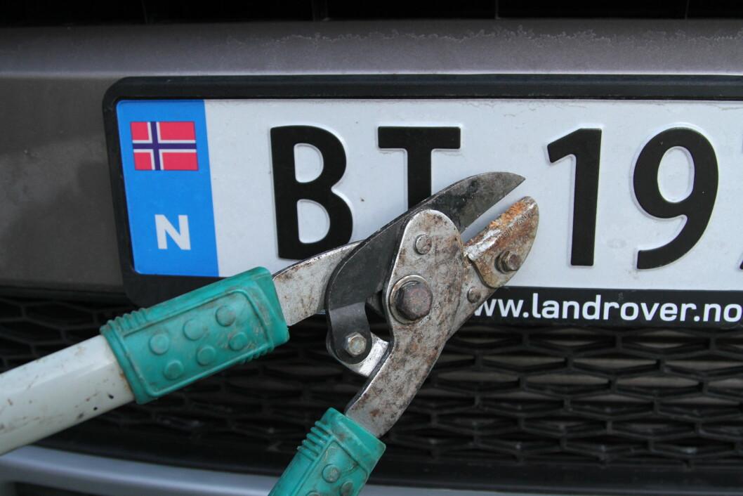 TREKK I LØNN: Hvis du fortsatt ikke har betalt årsavgiften på bilen, trekkes pengene fra lønnen din og bilen blir avskiltet. Foto: Rune Korsvoll
