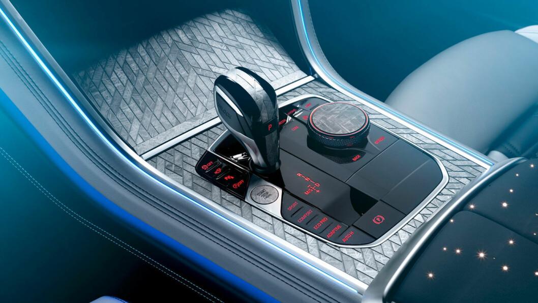 EKSKLUSIVT: Slik ser det ut når interiøret i bilen din har innslag av meteoritt. Eksklusivt og dyrt.