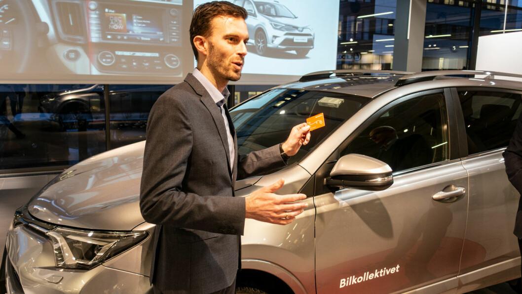 VELGER HYBRID: Bilkollektivet og daglig leder Morten Munch-Olsen har inngått en avtale med Toyota som leverandører av biler fram til 2022. Foto: Peter Raaum