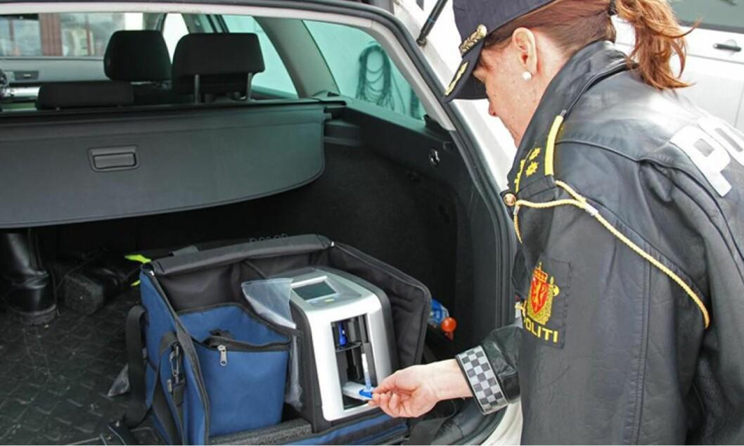 Bare halvparten av de 548 rusete førerne som er tatt av UP i år hadde førerkort. Det nye DrugTest apparatet som politiet har tatt i bruk, avslører mange som er ruset på piller og narkotika. Foto: UP