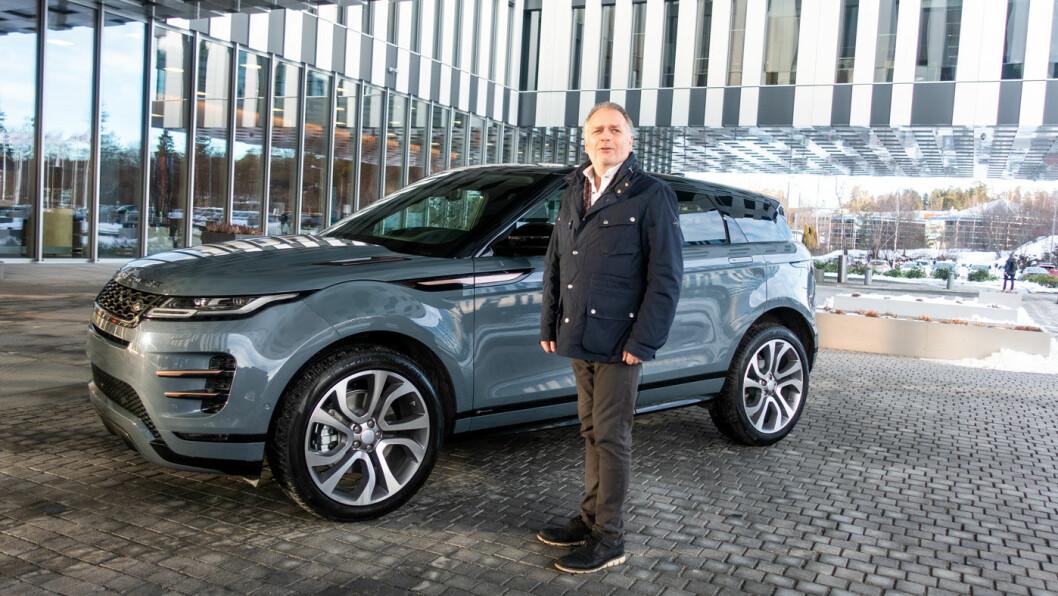 KABEL, TAKK: Elbilen I-Pace har vært gull verdt for salgssjef John Helmersen i Jaguar Land Rover. Plug-in-muligheten skal gi løft for nye Range Rover Evoque. Foto: Peter Raaum