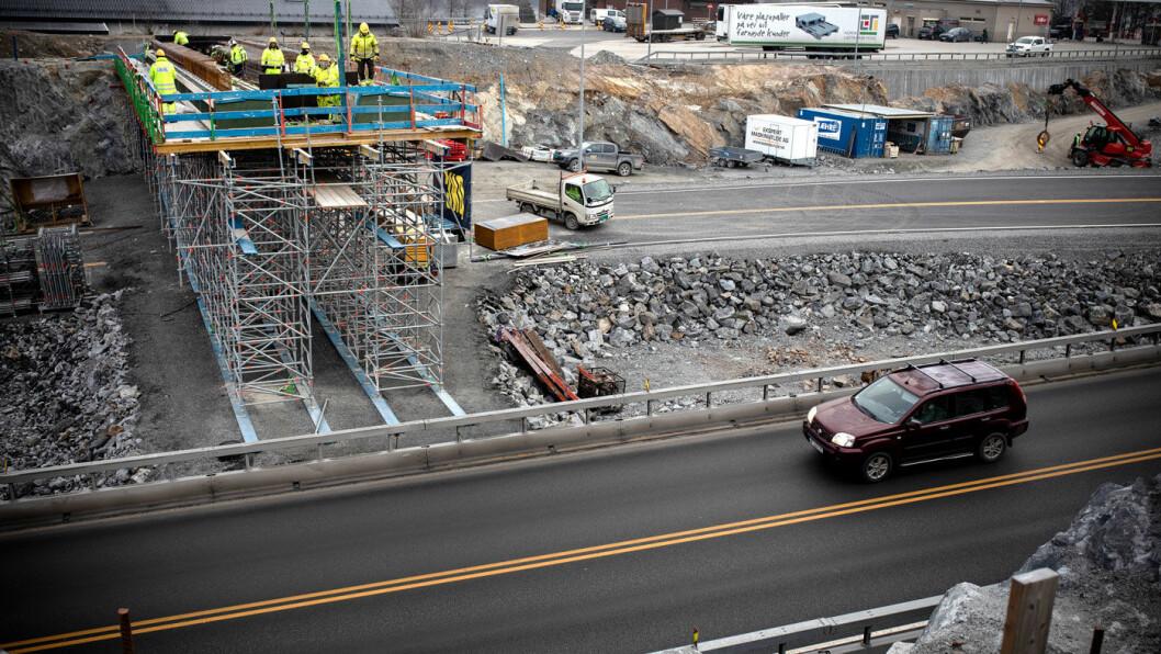 VEI I VELLINGA: E18 gjennom Telemark er et av prosjektene som får sine nye bomstasjoner i 2019. For strekningen mellom Rugtvedt (bildet) og Dørdal skal det tas inn 1,8 milliarder kroner i bompenger. Foto: Tomm W. Christiansen