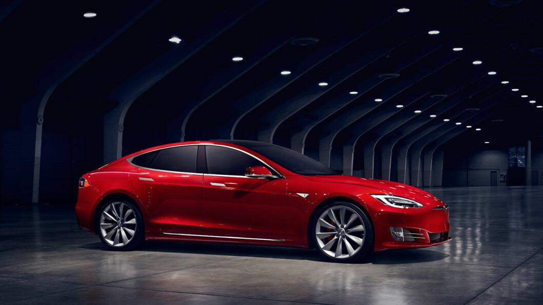 FORSVINNER: De minste – og desidert mest solgte - batteripakkene til Tesla S og X forsvinner nå fra markedet. Foto: Tesla Motors