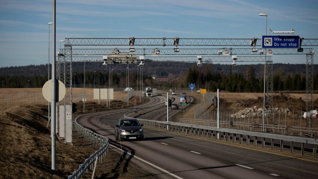 KAN SNART FORTSETTE: Her stopper den firefelts motorveien fra Kløfta til Nybakk i Akershus. Nå vil Nye Veier få oppdraget med å bygge nye E16 videre til neste firefeltsvei ved Slomarka like øst for Skarnes. Foto: Espen Røst