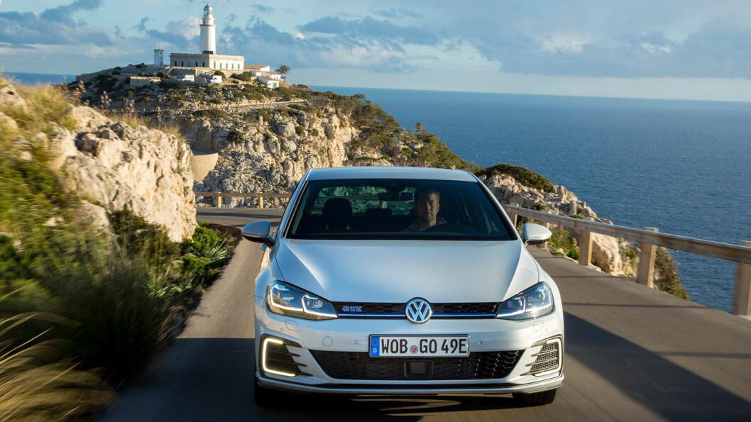 EUROPA-FAVORITTEN: Bilsalget fortsetter å falle, men det er ingen tvil om hva europeiske bilkjøpere likevel helst vil ha. Volkswagen har tre av de fire øverste plassene på salgslistene i Europa, med Golf aller øverst. Foto: Volkswagen AG