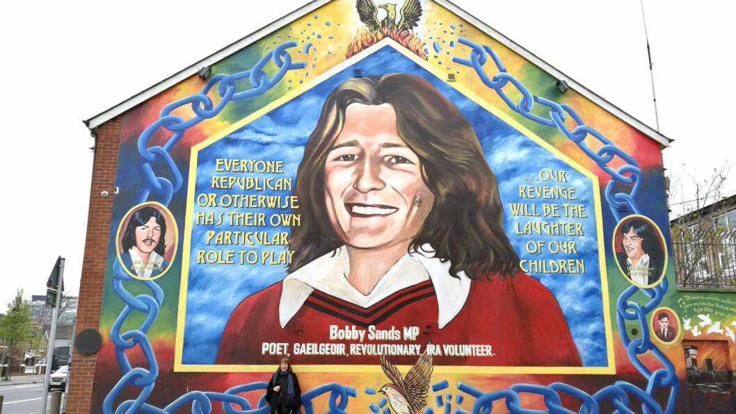 BLODIG KONFLIKT: Bobby Sands var medlem av Den provisoriske IRA (PIRA) og den første som døde under sultestreiken i Maze fengsel. Veggmaleriene i Belfast forteller en brutal historie.