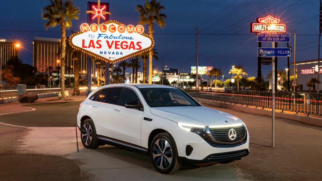 KOMMER SNART: En ny mellomklasse-SUV fra Mercedes lanseres trolig i september, noe senere også i helelektrisk versjon. Her er deres første elbil, EQC – fra USA-lanseringen i Las Vegas i januar. Foto: Daimler AG