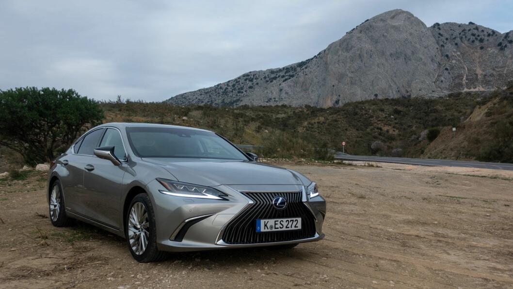 BESTSELGER: Nå kommer Lexus til Norge med hybridutgaven av sedan-modellen som har vært deres globale bestselger, ES. Foto: Peter Raaum