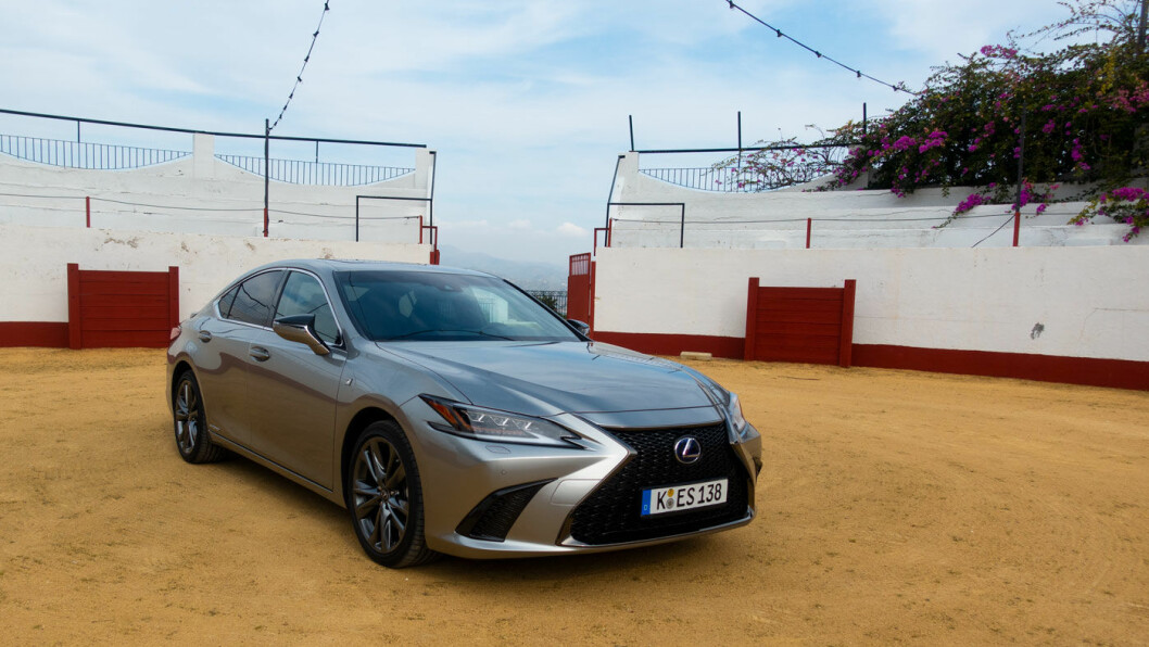 SMEKRE LINJER: Nye ES 300h tilhører sjuende generasjon av en klassisk Lexus-modell.