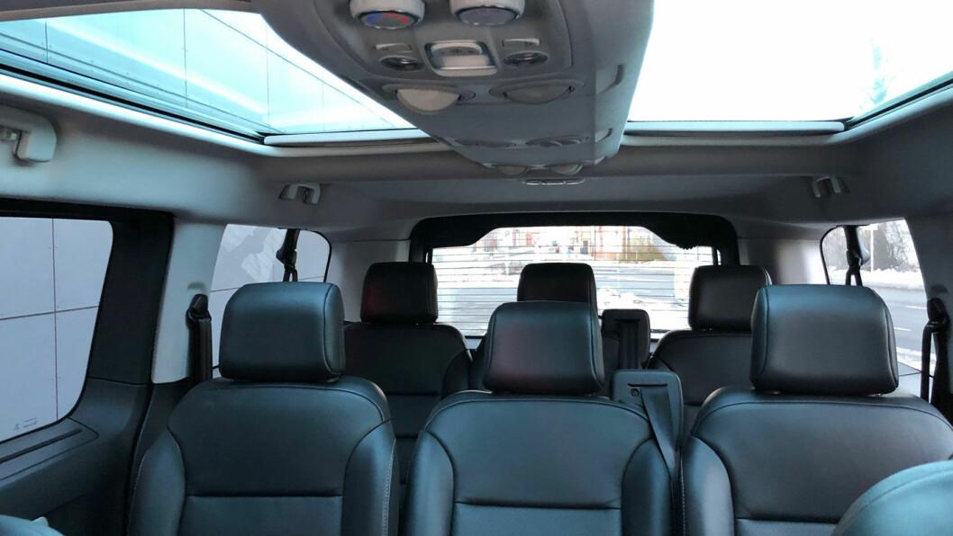 LYS: Med panoramatak blir det enda mer lys og luft i en allerede oversiktlig bil.