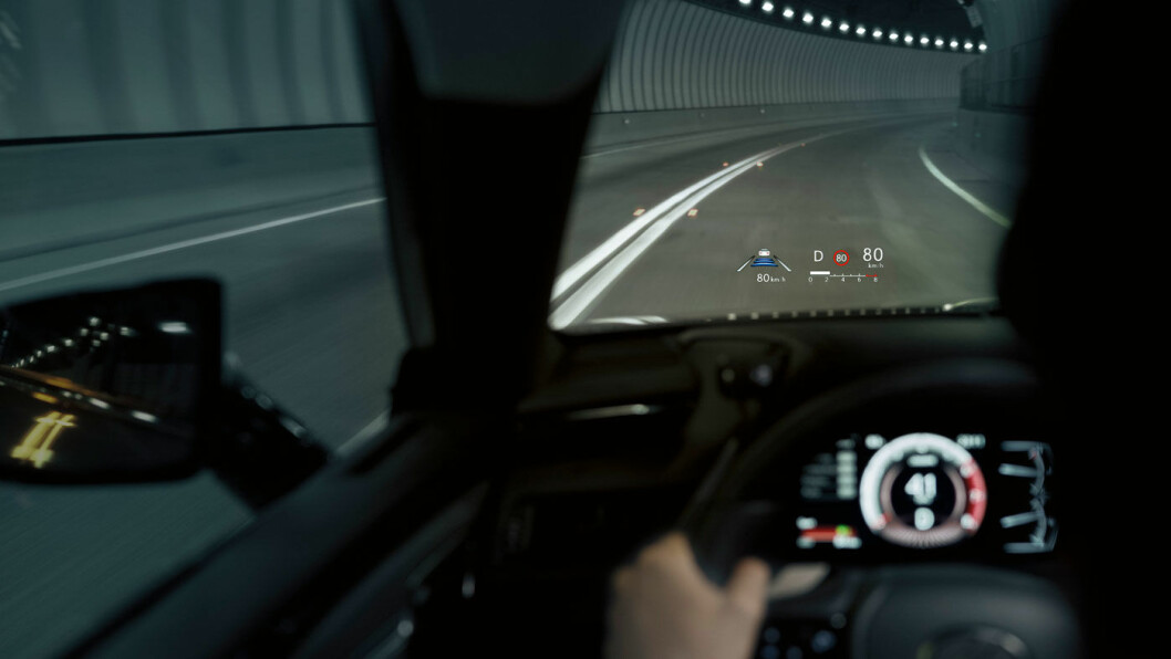 OVERSIKT: ES 300h har 12 tommers infoskjerm og klassens største head up-display.