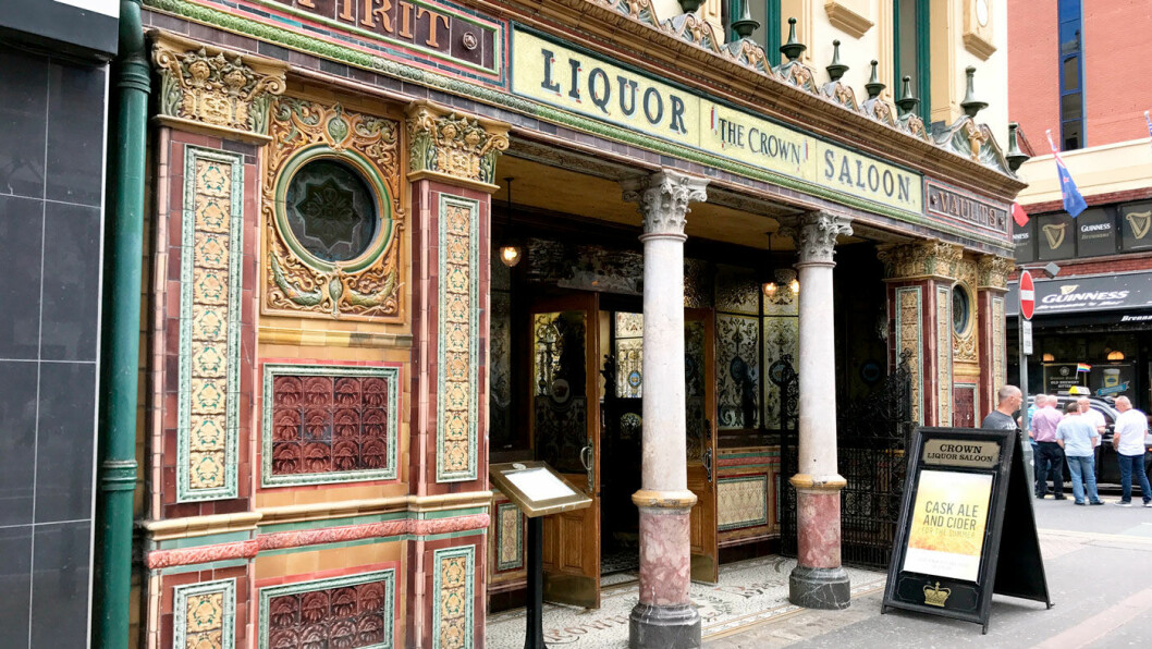 ET LANDEMERKE: The Crown er byens mest kjente pub og eies av The National Trust.