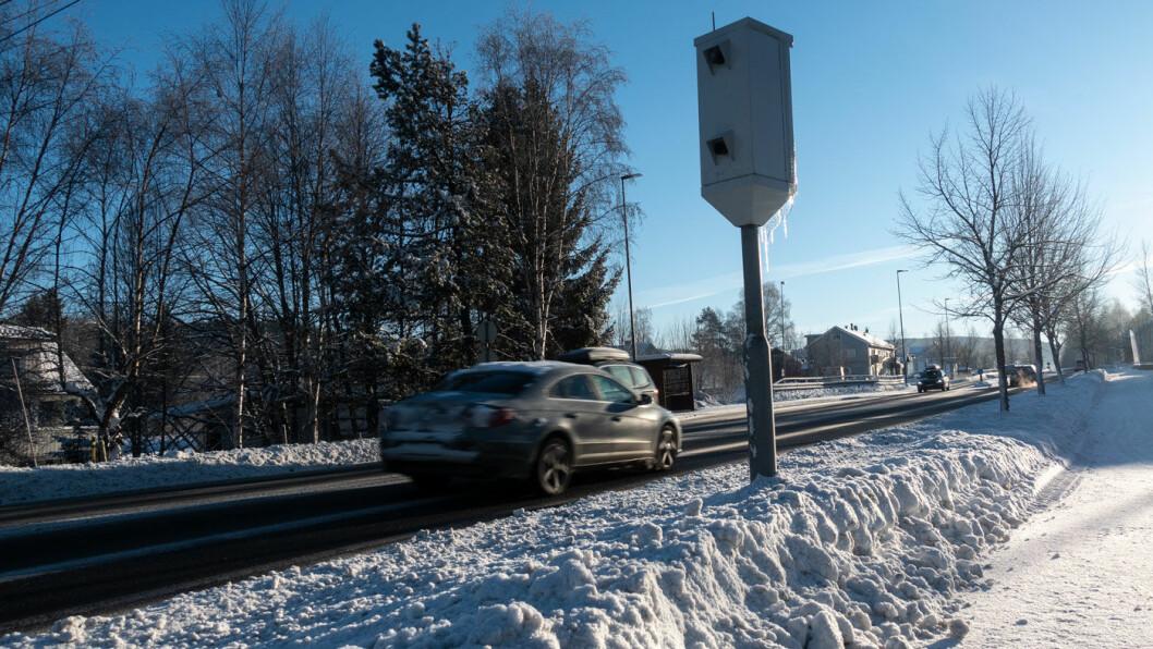 SMIIIIIIL: Fotoboksen langs riksvei 4 ved Åneby i Nittedal er en av landets mest innbringende. Foto: Peter Raaum