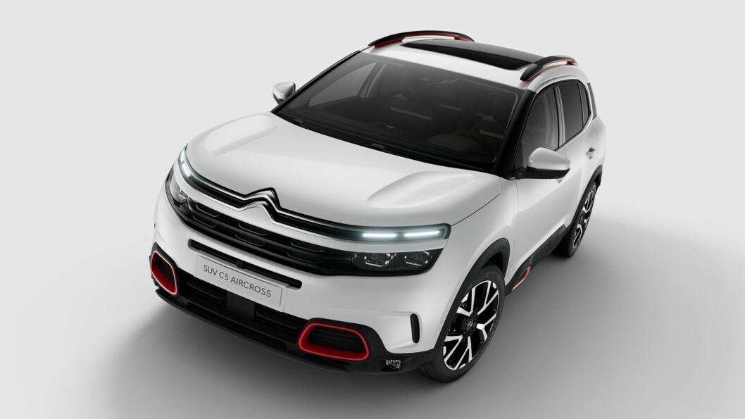 VÆRSÅGOD SITT: Citroën C5 Aircross starter såvidt over 300.000 når den nå kommer i norske butikker. Blant bilens kanskje fremste egenskaper: Herlige seter. Foto: Citroën