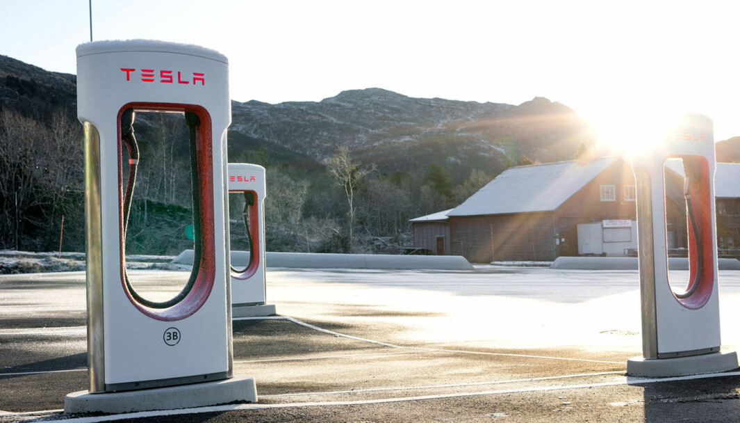 SELEKTIVT BILLIGERE: Tesla annonserer at de reduserer snittprisen for lading til om lag1,29 kr per kWt tre lørdager i februar/mars.