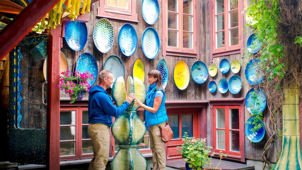 LEVENDE BYSENTRUM: Flere kunsthåndverkere holder til i de gamle trehusene. Foto: Destinasjon Røros, CH, VisitNorway