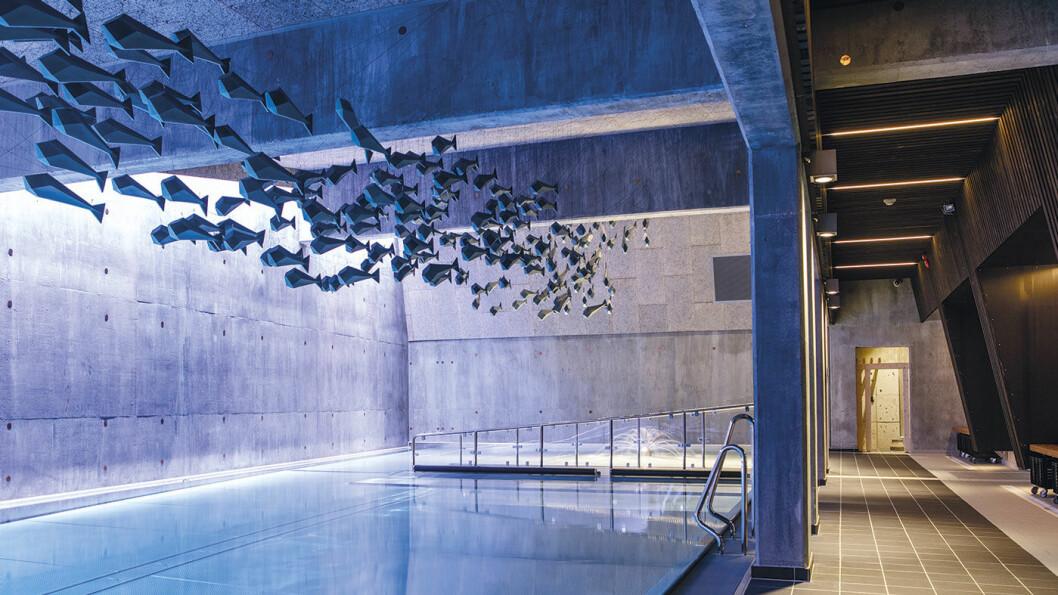 LEKKERT BADEANLEGG: Velværeavdelingen på Røros Hotell har basseng både ute og inne. Utendørsbassenget holder 30 grader hele året. Foto: Tom Gustavsen