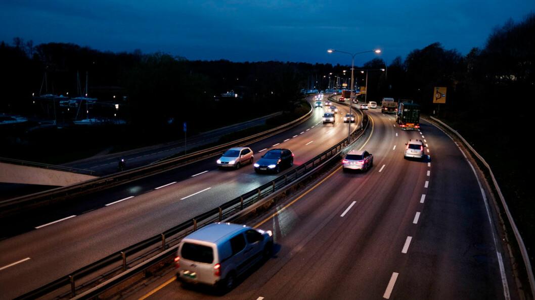 ØKT FART: Miljøfartsgrensen på strekninger som denne mellom Hjortnes og Lysaker utenfor Oslo blir nå fjernet. Foto: Jon Terje Hellgren Hansen