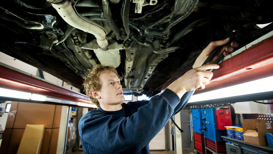 FINNER FEIL: Bilmekanikere oppdager bremsefeil på hver tredje bil de kontrollerer. Foto: Bjørn Frostad, Samfoto