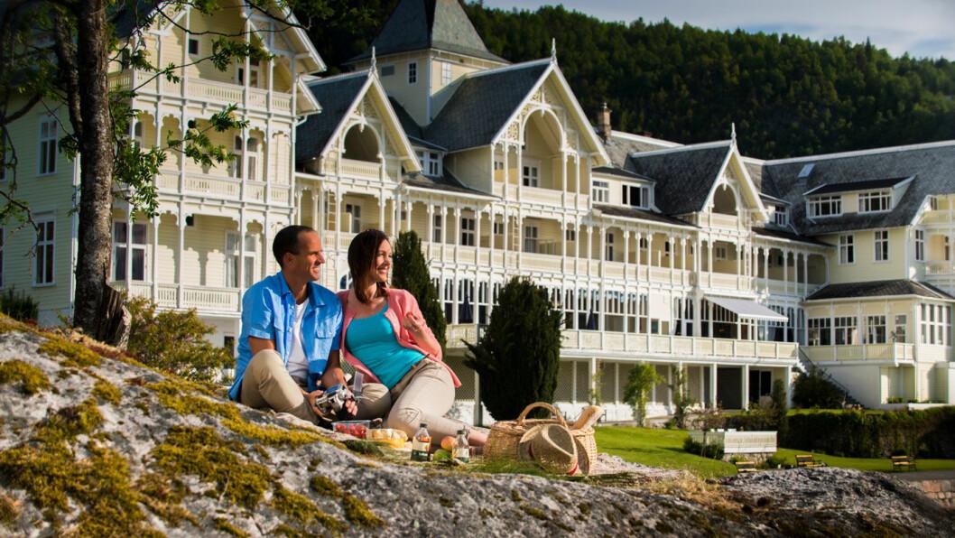 TRADISJON: Kviknes Hotel i Balestrand ved Sognefjorden har tatt imot gjester siden 1877. Foto: CH – Visitnorway.com