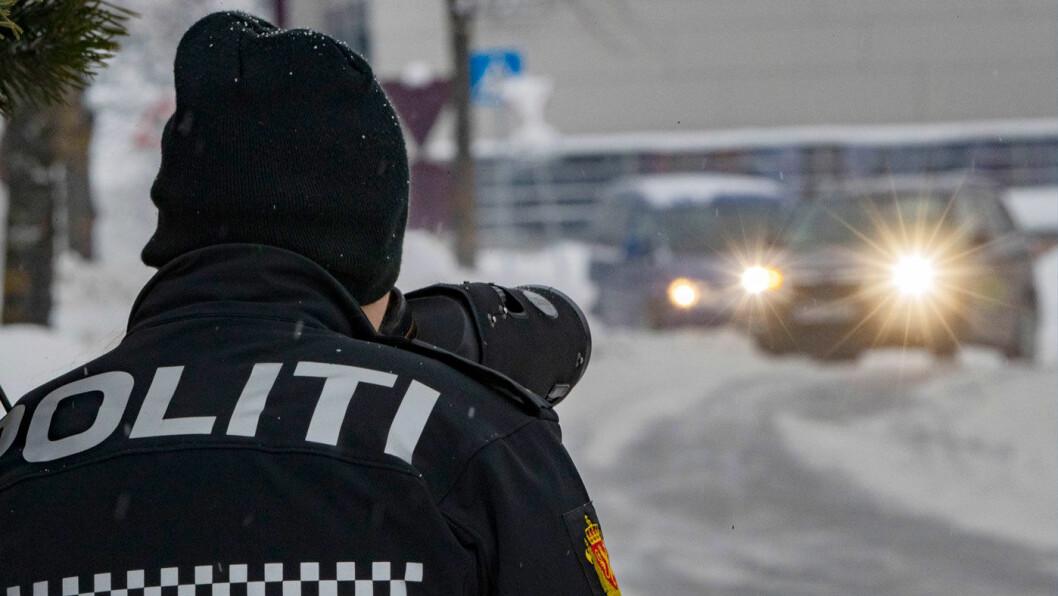 AVSLØRER: Med sin kraftige kikkert ser politiet mer enn du tror. Foto: Geir Olsen