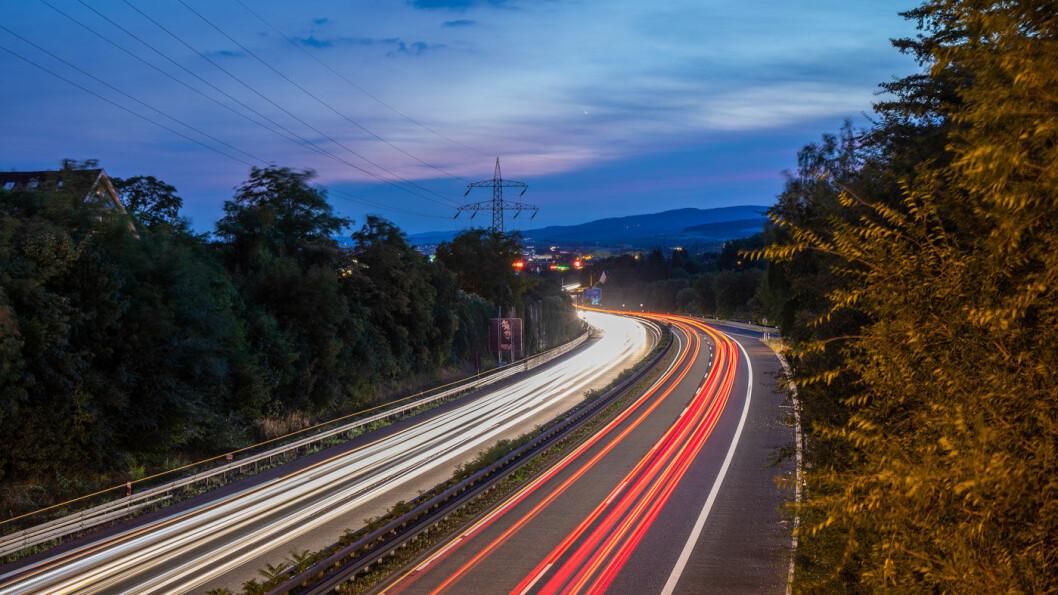 SER DU SKILTET? Et forslag om å begrense hastigheten på autobahn, her A66 ved Wiesbaden, til 130 kilometer i timen, gjør at mange tyskere setter kaffen i vrangstrupen. Foto: Ansgar Koreng