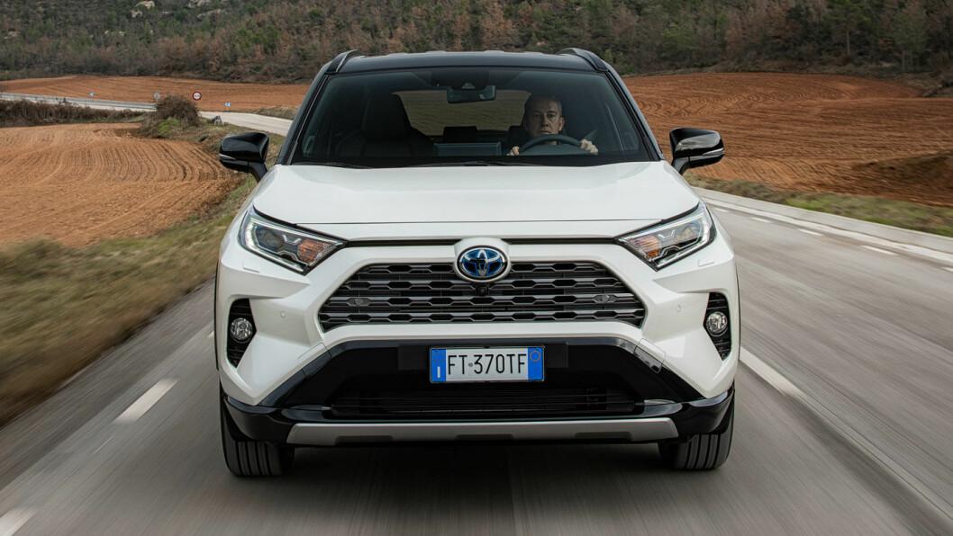 POPULÆR SUV: Med en ny generasjon RAV4 er Toyota tilbake på salgstoppen. Foto: Toyota Motor