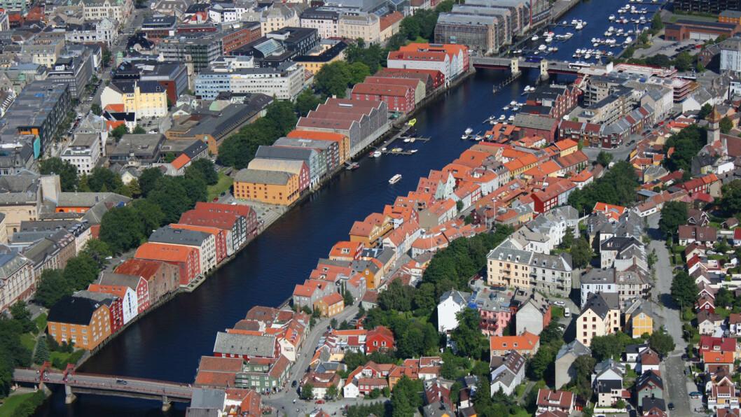 MÅ BETALE: Elbileierene må forberede seg på bompenger, også i Trondheim – her i fugleperspektiv mellom Gamle bybro og Bakke bru. Foto: Trondheim Havn