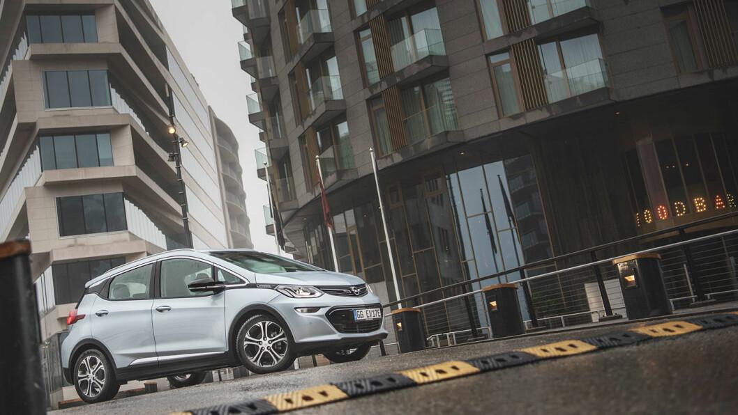 ENDELIG: Mange har ventet lenge på en Opel Ampera-a. Nå er det omsider eksemplarer å få bestilt.