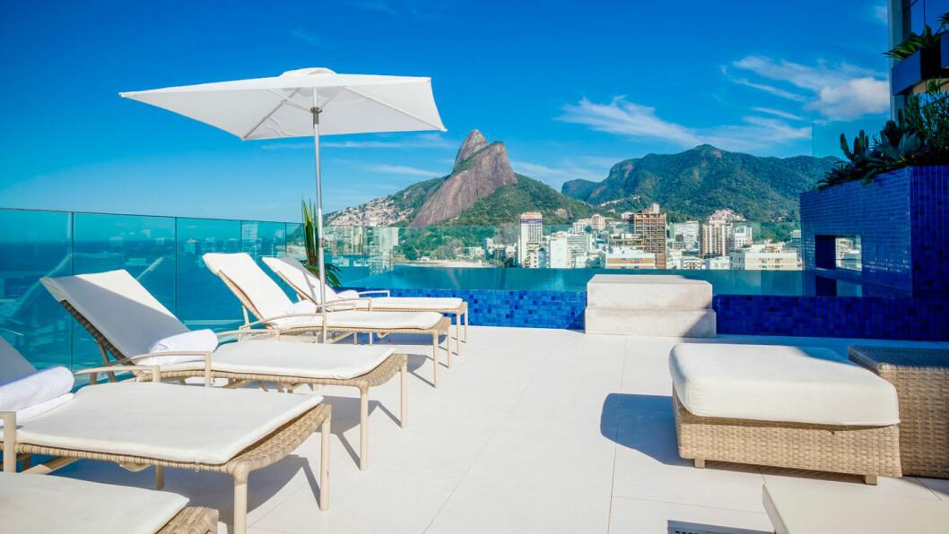 VI BOR GODT: Her på Praia Ipanema Hotel i Rio de Janeiro nyter vi dagen.