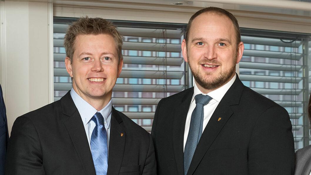 NED MED RENTA: Statssekretær Tommy Skjervold og statsråd Jon Georg Dale (t.h.) i Samferdselsdepartementet. Foto: Olav Heggø