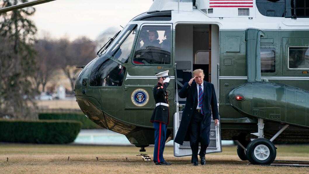 TRAPPER OPP: USAs president Donald Trump har fått en rapport som gir ham rask myndighet til å innføre toll på bilimport fra Europa. Foto: Tia Dufour/The White House