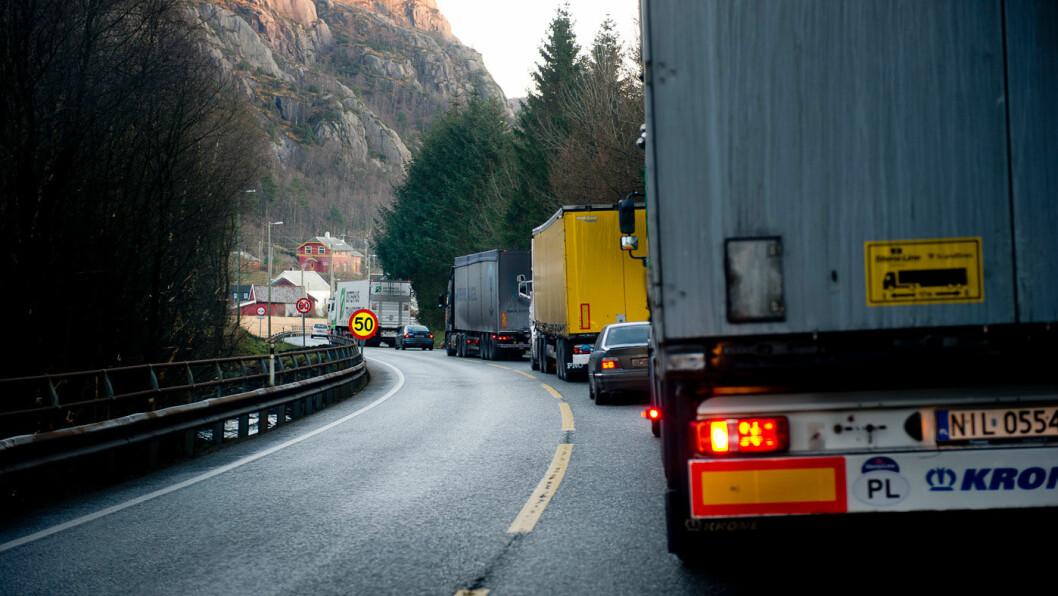 SKAL SLIPPE UT MINDRE: Utslippene fra tunge kjøretøy må reduseres med 30 prosent fra 2030. Foto: Jon Terje Hellgren Hansen
